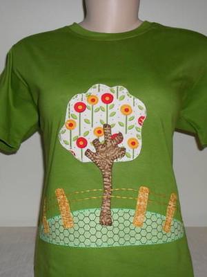 Camiseta Baby Look - Árvore no quintal
