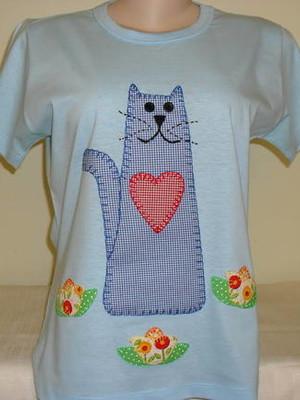 Camiseta Baby Look - Gatinho no jardim
