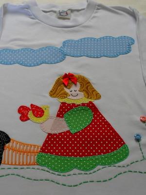 Camiseta Infantil - Menininha no jardim