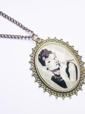Colar Vintage Audrey