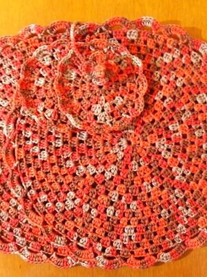 Sousplat em crochet em 4 tons de cores