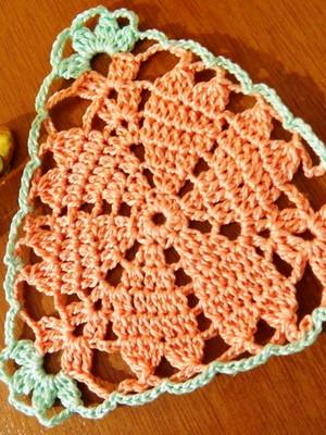 Toalhinha em crochet Triângulo Corações