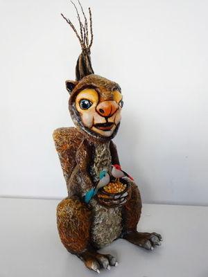 Esquilo com Comedouro