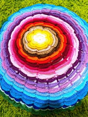 Almofada Mais Flor Colorida em crochet