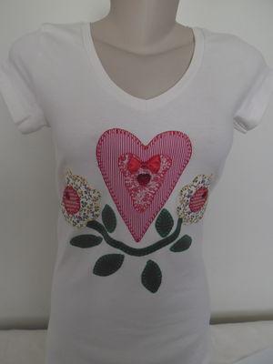 Camiseta -Coração e flores
