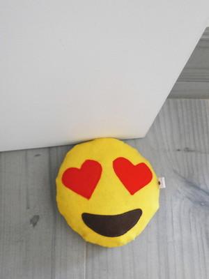 Pesinho para porta em feltro emoji apaixonado *