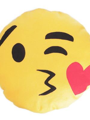 Almofada porta pijama | emoji beijo *