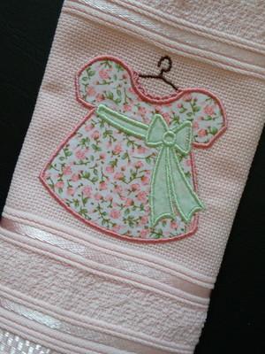 Toalha de Lavabo - Vestido em Aplique