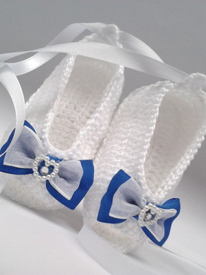 A164 Sapatilha de croche branca menina