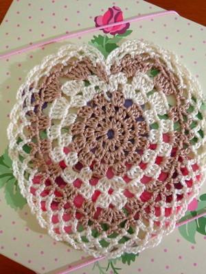Porta-copos toalhinha Coração em crochet