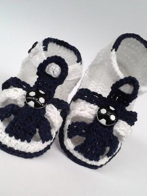 A210 Sandalinha de croche azul menino