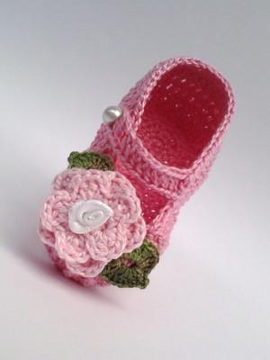 A233 Sapatinho de croche rosa menina