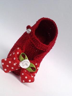 A234 Sapatinho de croche vermelho menina