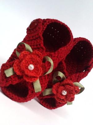 A103 Sandalinha croche vermelha menina