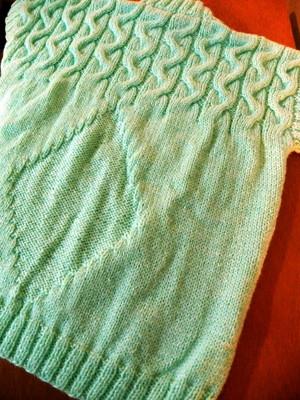 Colete em lã com cordas e losangos