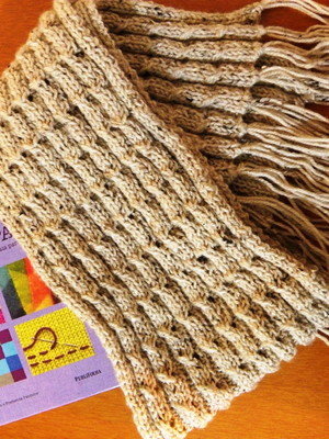 Cachecol em fio de lã com ponto plissado