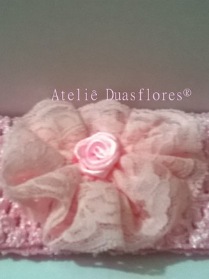 Tiara faixa de tricô -flor de renda rosa