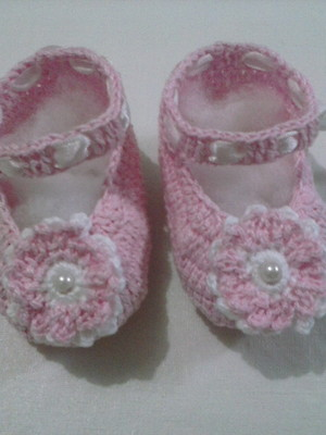 A23 Sapatinho de croche rosa menina