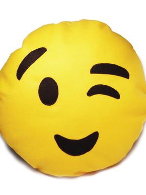 Almofada porta pijama emoji piscadinha *