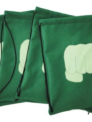 Sacolinha tipo mochila do Hulk *