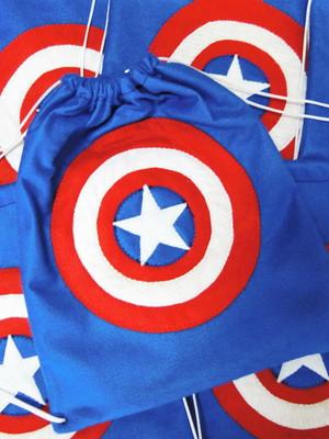 Sacolinha - mochila do Capitão América *