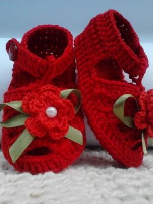 A297 Sandalinha croche vermelha menina