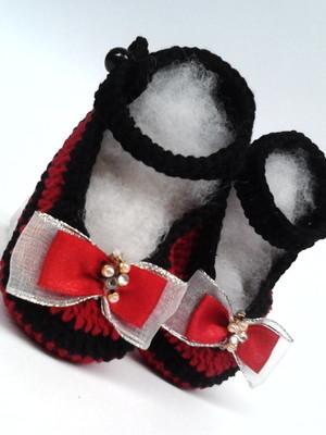 A302 Sapatinho de croche vermelho menina