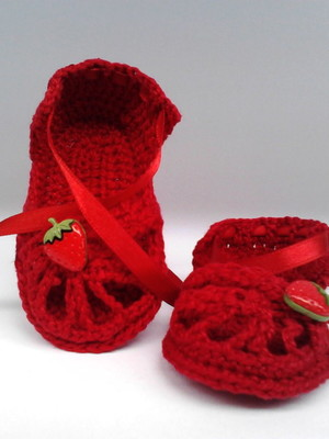 A125 Sandalinha croche vermelha menina