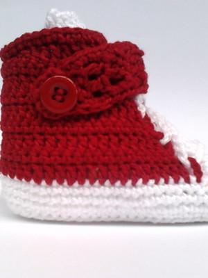 A205 Sapatinho de croche vermelho menino