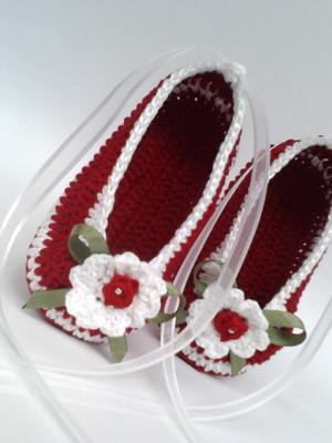 A265 Sapatilha de croche vermelha menina