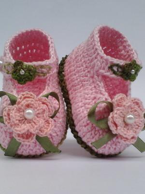 A62 Sapatinho de croche rosa menina