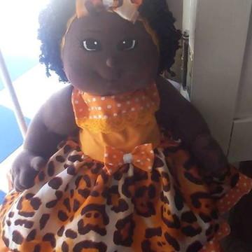 Boneca de pano bebê negra com vestido
