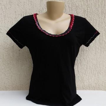 a704139e57 Camiseta Bordada com Renda e Pedrarias