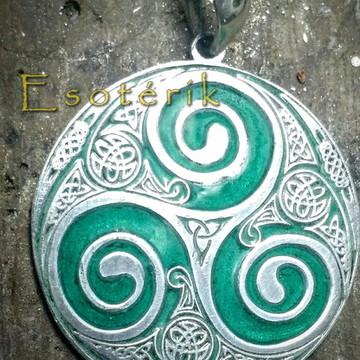Triskle de prata com esmaltação verde