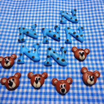 Miniaturas apliques letras e Urso