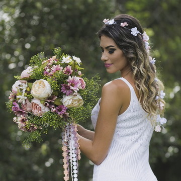 Guirlanda de flores para noivas