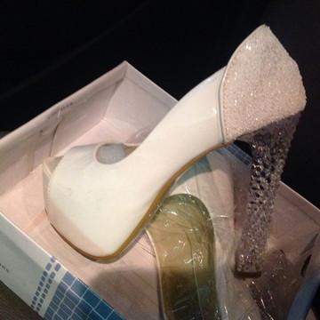 6669b4f5ca Sapato noiva com salto 15cm transparente