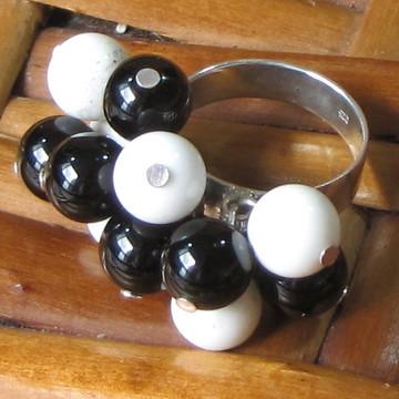 anel de prata, onix e coral branco