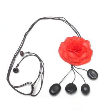 Colar flor de escama vermelha