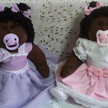 Boneca de pano bebê com traje de festa