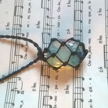 colar hippie pedra Opalina