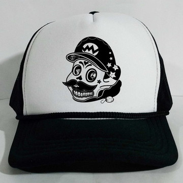 ffc26dba96b99 Boné Trucker Mario skull Branco e Preto