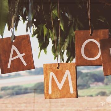 4 Placas Rústicas Para Pendurar em Casamentos AMOR