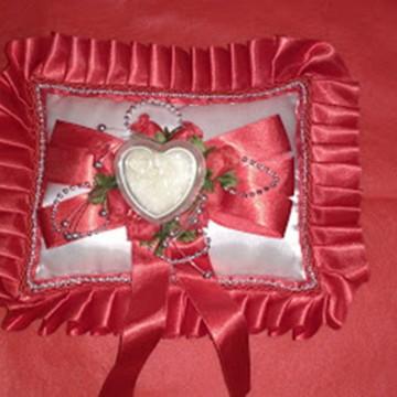 Almofada Alianças Vermelha - cx coração