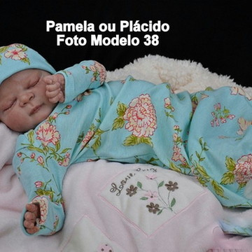 Boneca Bebê Reborn Pâmela corpo de tecido olhos fechados