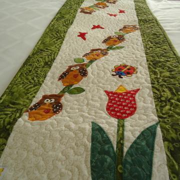Caminho de mesa patchaplique corujinhas