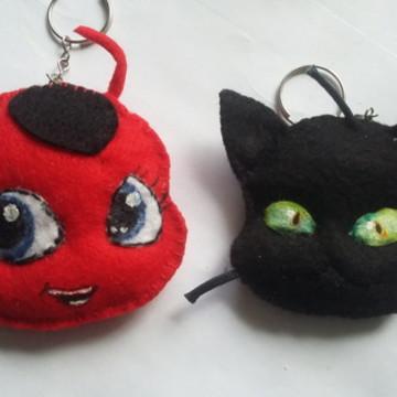 Chaveiro de feltro Kitty e Plagg
