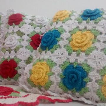 Almofada colorida em crochê