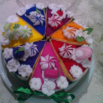 Torta fatiada de feltro sabor frutas