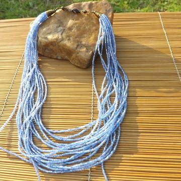 colar de vidrilhos azul furta-cor
